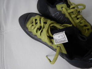 evolv climbing shoes size 8.5 US