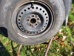 195/75/14 Goodyear Nordic Winter tires with rims West Island Greater Montréal image 2