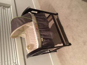 Infant Bassinet - Like New