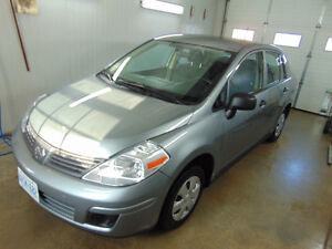 2011 Nissan Versa S (Low Kms, Extra Clean)