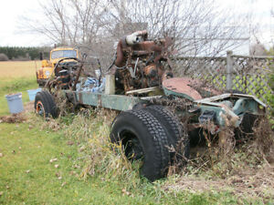 1959 Mack B-61(no cab) 2 Mack engines and front axle for sale Peterborough Peterborough Area image 3