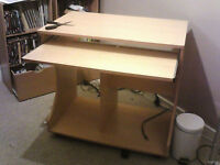 Pine effect Wooden Computer Desk (buyer must collect and dismantle i have the tools needed))