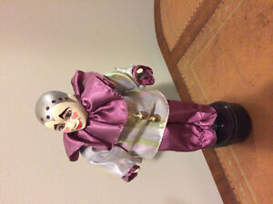 Collectible spinning porcelain musical clown   35.00
