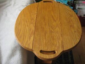 Drop Leaf round OAK accent table