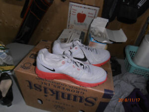 ladies Nike shoes almost new size 9