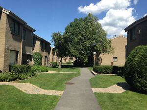 One free month!! Spacious Townhouse 1833 sq ft living space