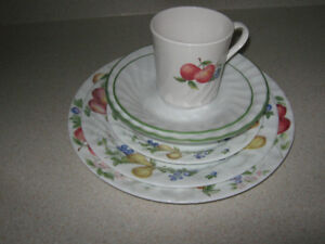 SET of DISHES  PLACE SETTING FOR 12 TO 14