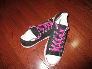 Converse ladies size 7  youth size 5
