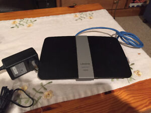 Linksys EA6200 Router