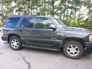 Yukon Denali SUV good condition sunroof 8 seater heating system