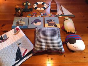 Ensemble décoration et literie pour enfants thème voile/bateau