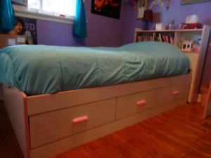6pc Girls Bedroom Set. (Used/good condition)