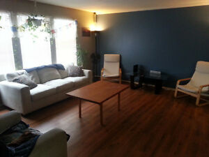 Fully 2 bedroom furnished upstairs Silver Creek 0r 450$ weekly