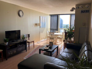 LARGE 1 BDR + DEN CONDO in Prime Richmond Hill - Available Aug 1
