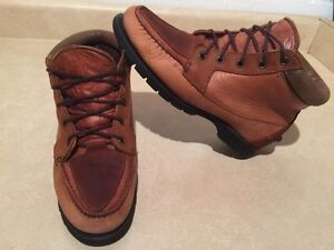 Women's Timberland Gore-TEX Waterproof Leather Shoes Size 7.5 London Ontario image 2
