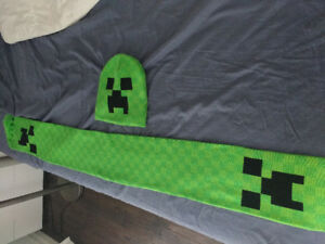 BRAND NEW! Minecraft Hat and Scarf
