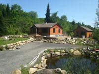 Domaine d'environ 10 acres avec étang et énorme gazébo en bois