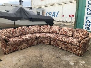 4 PIECE FLORAL SECTIONAL EX. COND. $250 FREE DEL. (204) 229-3266