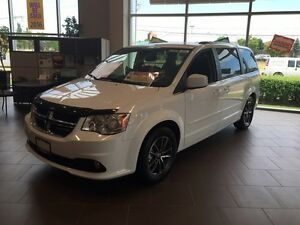 Almost brand new 2016 dodge caravan nav/dvd/bck up cam