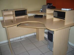 Meuble d'ordinateur en coin Saguenay Saguenay-Lac-Saint-Jean image 1