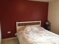 Double room (on suite) available, two minutes walk from South Gate station.