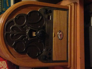 RCA Magnolia Cathedral Style Record Player with CD player/Radio