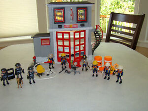 PLAYMOBILE FIRE STATION.