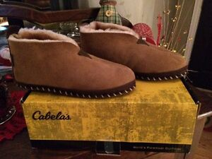 Cabelas New LEATHER moccasin slippers. Men's 8w