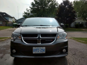 16' Grand Caravan SXT Premium Plus, NAV, Rear DVD, Winter Tires,