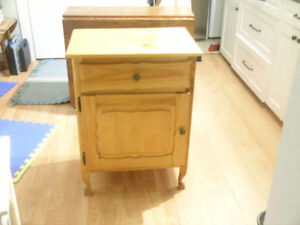 Bureau en bois naturel érable 35.00$