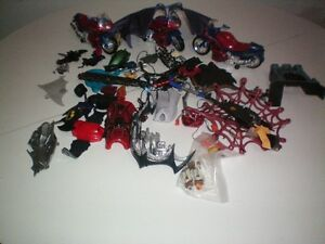 Lot Anciien Accessoire pour Figure Spiderman Batman Bicycle