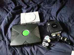 Lot of old video games stuff . More pictures