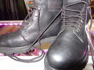 Ladies size 7 riding boots-  recycledgear.ca