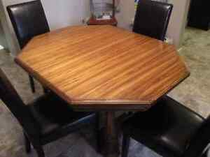 Solid oak hutch, dining table and 6 six chairs