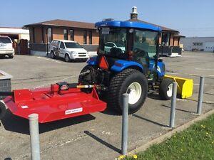 Tracteur compact New holland T2320  Tondeuse débroussailleuse
