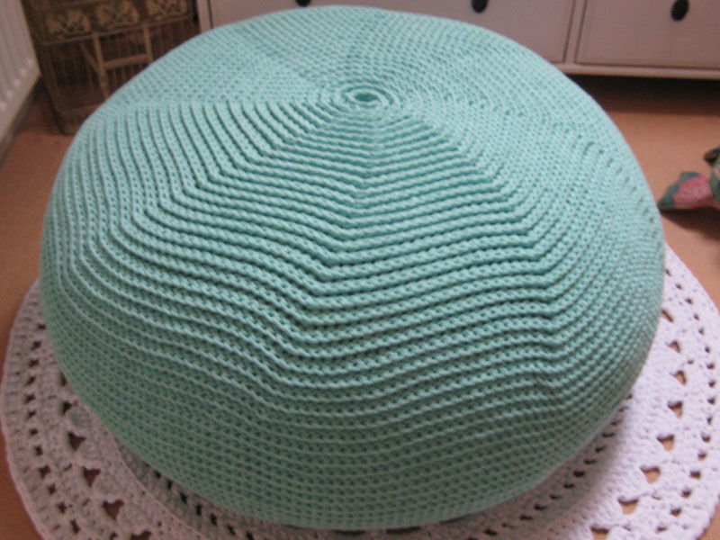 how to make a knitted pouf ottoman ebay. Black Bedroom Furniture Sets. Home Design Ideas