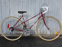 vélo de route vélo sport rouge vintage pneus neuf et plus 49cm