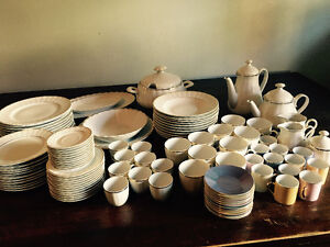 Magnifique set de vaisselle importé d'allemagne