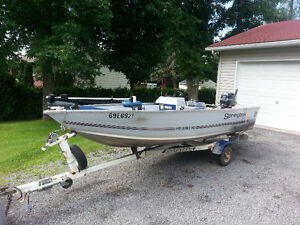 Nice Solid fishing boat & Trailer.