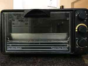 Hamilton Beach Toaster Oven with broiler tray