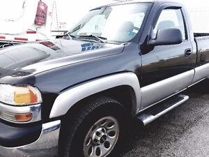 2005 GMC Sierra 1500 4x4 low kms!