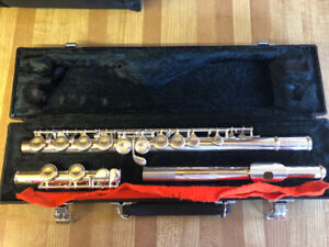 Yamaha Flute Model 221 with Stand and Books