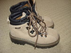 LADIES WARM WINTER HIKING BOOTS EXCELLENT CONDITION S 6.5