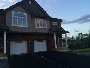 Beautiful 3 bedrooms Townhouse, Larry Uteck