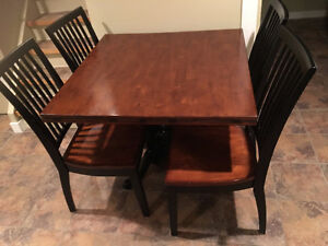 Need a Great Expandable Dining Table with Four Chairs?