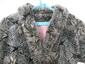 10b37b1a88b Women s coat size 12. Bought in Sears but never ...