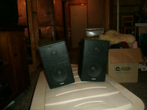Bookshelf speakers Stratford Kitchener Area image 1