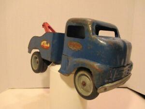 VINTAGE 1949-1952 TONKA TOW TRUCK, AN ORIGINAL PATINA TRUCK