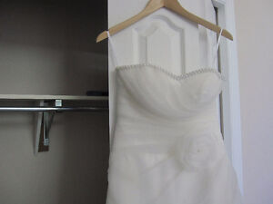 Beautiful new (never worn) white/ivory wedding gown -great price