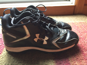 Soulier football Under Armour noir